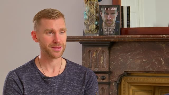 stockvideo's en b-roll-footage met former arsenal player and manager of arsenal academy releases autobiography england london int per mertesacker interview sot - autobiografie