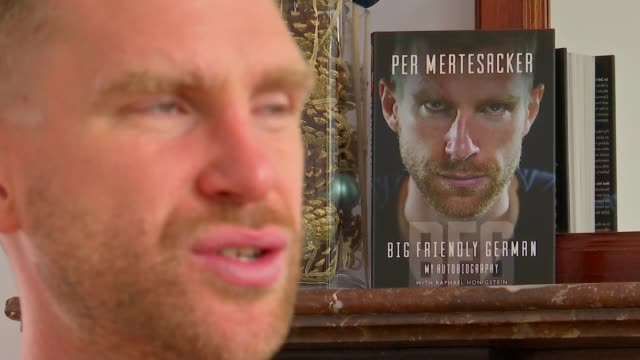 vidéos et rushes de former arsenal player and manager of arsenal academy releases autobiography england london int per mertesacker interview sot - biographie