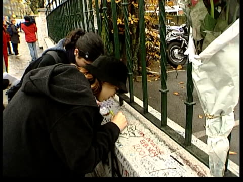 death announced itn england london abbey road people writing messages on wall outside recording studios where the beatles recorded many records after... - george harrison stock videos & royalty-free footage