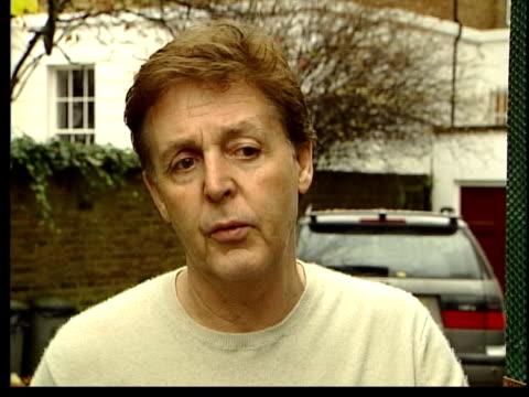 former beatle george harrison: death announced; itn sir paul mccartney and fiancee heather mills sir paul mccartney interview sot - i am devastated /... - paul mccartney stock videos & royalty-free footage