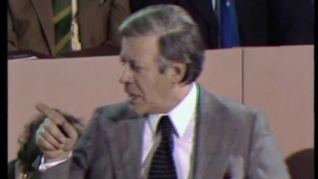 former chancellor helmut schmidt dies / granada helmut schmidt at 1974 labour party conference helmut schmidt speech sot your comrades on the... - rede stock-videos und b-roll-filmmaterial