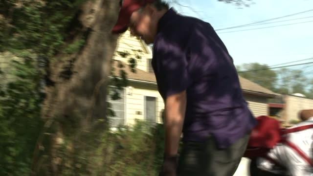 former chicago mayor richard daley joined gary mayor karen freemanwilson to clean up gary parks as part of a neighborhood revitalization project... - miteinander verbunden stock-videos und b-roll-filmmaterial