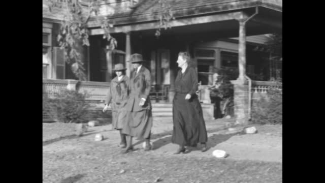 former first lady edith roosevelt and other women walk from sagamore hill house; one young woman wears a girl scout uniform and another wears a... - witwe stock-videos und b-roll-filmmaterial