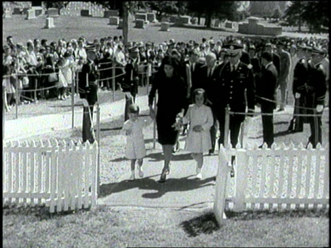 stockvideo's en b-roll-footage met former first lady jacqueline kennedy walks with john jr and caroline toward the eternal flame in arlington national cemetery in virginia - jacqueline kennedy