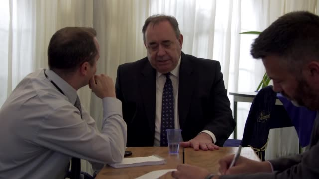 former first minister of scotland alex salmond denies harassment allegations scotland int alex salmond sitting at table talking with journalists - alex salmond stock videos & royalty-free footage