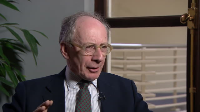 former foreign secretary sir malcolm rifkind saying vladimir putin will be pleased the g7 didn't agree to impose sanctions on russia but will be wary... - 制裁点の映像素材/bロール