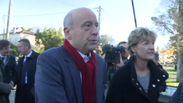 Former French Prime Minister and presidential hopeful Alain Juppe casts his vote in Bordeau in the rightwing primary