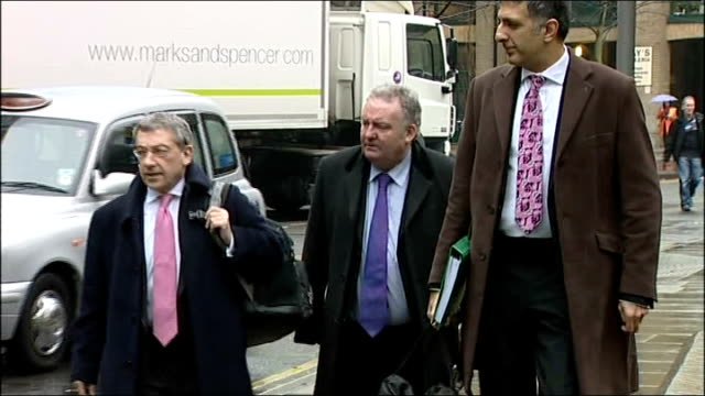 Former Labour MP Jim Devine convicted of expenses fraud Devine into and out of court ENGLAND London Southwark PHOTOGRAPHY**** Former Labour MP Jim...