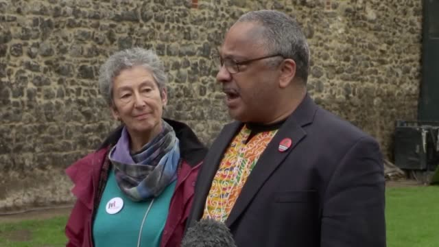 vídeos de stock, filmes e b-roll de former labour mp marc wadsworth responds to his suspension from the party after a two day hearing in westminster mr wadsworth also explains what he... - política e governo