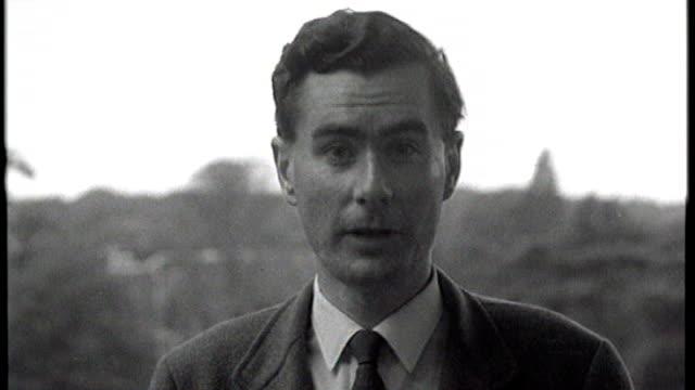 former news at ten presenter sir alastair burnet dies; 1960's ext b/w alastair burnett report to camera 1964: int b/w alastair burnett presenting... - alastair burnet stock videos & royalty-free footage