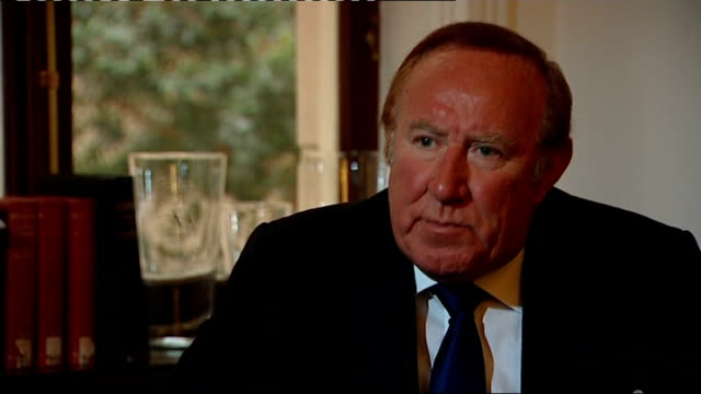 vídeos de stock, filmes e b-roll de former news at ten presenter sir alastair burnet dies andrew neil interview sot - andrew neil