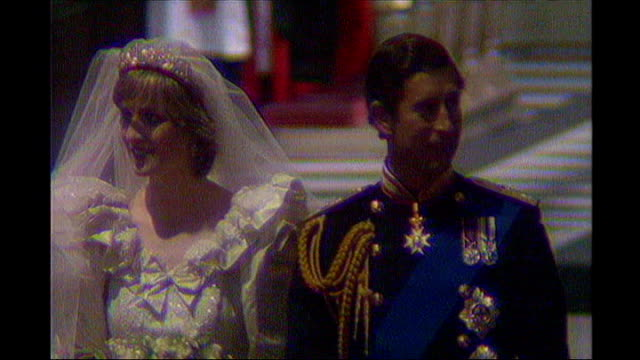 former news at ten presenter sir alastair burnet dies lib st paul's cathedral prince charles and princess diana along aisle at their wedding alastair... - prinzessin stock-videos und b-roll-filmmaterial