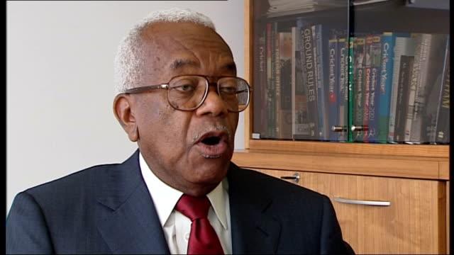 former news at ten presenter sir alastair burnet dies; sir trevor mcdonald interview sot - alastair burnet stock videos & royalty-free footage
