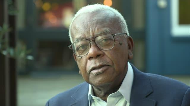 former newsreader peter sissons dies aged 77; england: ext sir trevor mcdonald interview sot. - praises peter sissons - ピーター・シソンズ点の映像素材/bロール