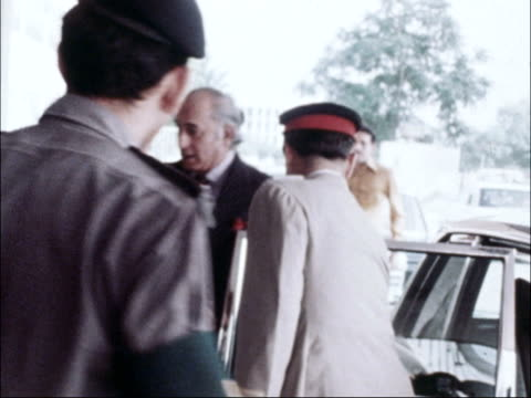 vídeos y material grabado en eventos de stock de former pm bhutto death sentence appeal rejected b rawalpindi national assembly hall ext ms zulfikar ali bhutto out car and into building pan... - 1979