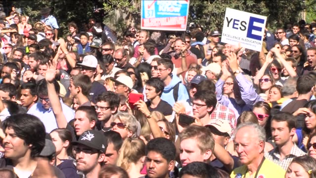stockvideo's en b-roll-footage met former president bill clinton spoke at the university of california davis to endorse 4 northern california democrats on october 09 2012 in davis... - bill clinton