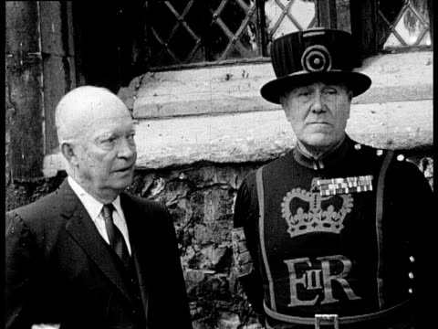 stockvideo's en b-roll-footage met former president dwight d eisenhower standing next to beefeater outside chapel royal of st peter ad vincula during visit to tower of london pan left... - yeomen warder