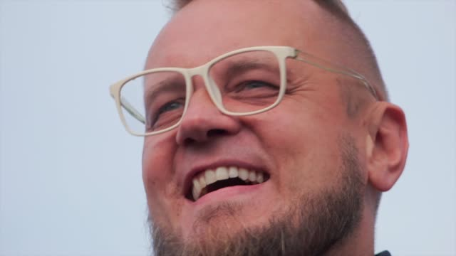 former presidential candidate and entrepreneur pawel tanajno is seen at an anti-mask protest in central warsaw, poland on october 10, 2020. saturday... - früherer stock-videos und b-roll-filmmaterial