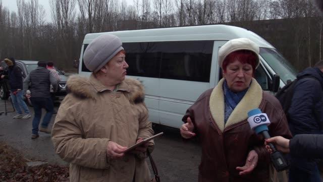 vidéos et rushes de former pripyat's resident natalya smyk talks about the chernobyl accident, in an abandoned city of pripyat in chernobyl, ukraine, on 25 december,... - arme nucléaire