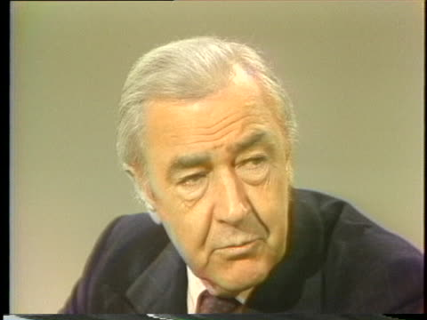 vidéos et rushes de former senator and independent presidential candidate eugene mccarthy states that he would like to be involved in televised debates. - eugene j. mccarthy