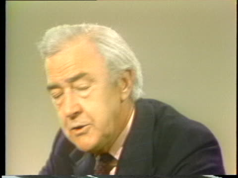 vidéos et rushes de former senator and independent presidential candidate eugene mccarthy discusses the rules of the democratic party. - eugene j. mccarthy