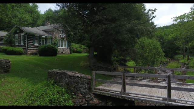 vidéos et rushes de former stone farmhome of american writer sherwood anderson in ripshin farm near marion - armée des états confédérés