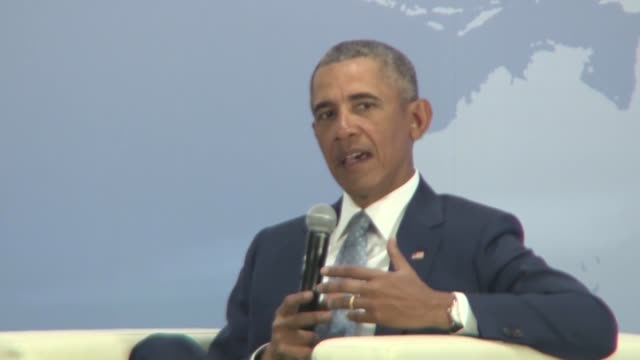 former us president barack obama stressed sunday the importance of the japanus alliance and the international community working together to deal with... - ノーベル平和賞点の映像素材/bロール