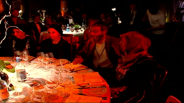 Former US President Bill Clinton presented with award at Red Cross fundraising dinner ENGLAND London INT Muslim campaigner Yusuf Islam sat with women...