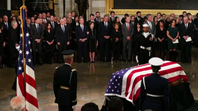 former us president george hw bush's flagdraped casket lays in state inside the us capitol rotunda during an arrival ceremony december 03 2018 in... - united states congress点の映像素材/bロール