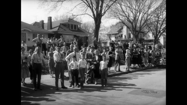 stockvideo's en b-roll-footage met ws ext former us president harry truman's home in independence missouri with spectators looking at house from across the street / ls spectators... - margaret truman