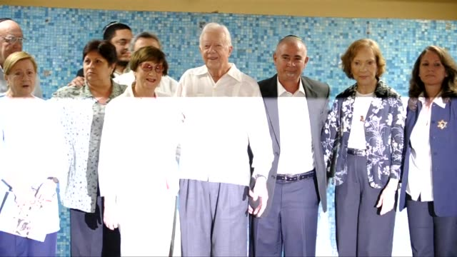 former us president jimmy carter launched a threeday mission in cuba on monday aimed at easing tensions with havana and raising hopes a jailed us... - jimmy carter präsident stock-videos und b-roll-filmmaterial