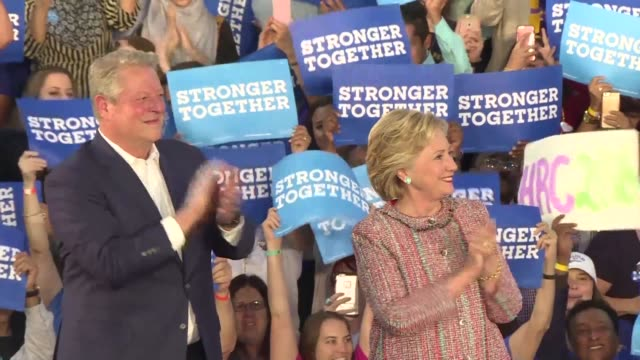 vídeos de stock, filmes e b-roll de former vice president and environmental activist al gore joins hillary clinton as she campaigns in battleground florida less than one month before... - gore