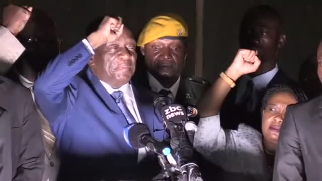 former vice-president of zimbabwe emmerson mnangagwa returning to the country to cheering crowds before his official installation as president... - esilio video stock e b–roll