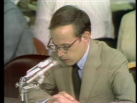 vídeos de stock e filmes b-roll de former white house counsel john dean testifies before the watergate committee - porta amostra
