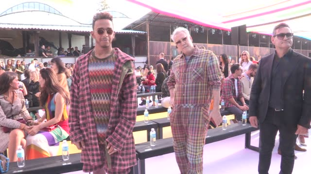 vídeos de stock, filmes e b-roll de formula 1 champion lewis hamilton and more front row for the missoni ready to wear spring summer 2018 fashion show in milan saturday september 23... - missoni