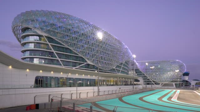 formula 1 yas marina circuit, yas island, abu dhabi, united arab emirates, uae - sportstrecke stock-videos und b-roll-filmmaterial