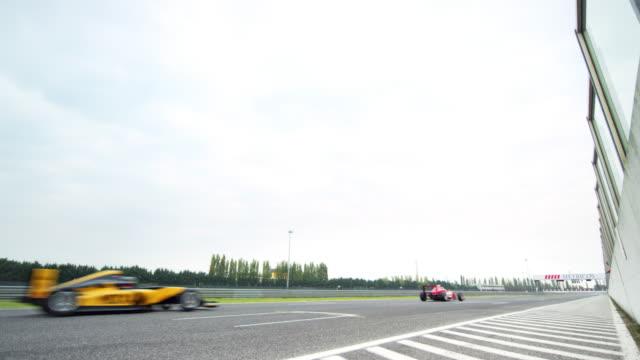 ld formula cars racing by - 固定撮影点の映像素材/bロール