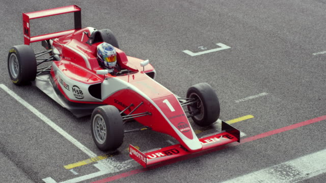 formula cars starting in the race - sports race stock videos & royalty-free footage