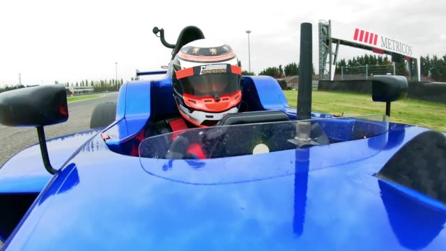 vidéos et rushes de ld formula driver racing in the blue formula - visage caché