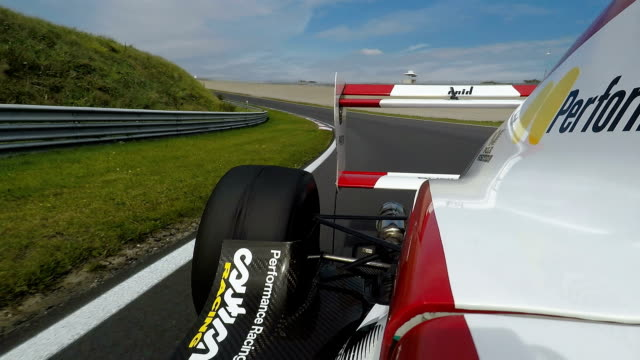 formula one racing car driving on a racetrack - automobilismo video stock e b–roll