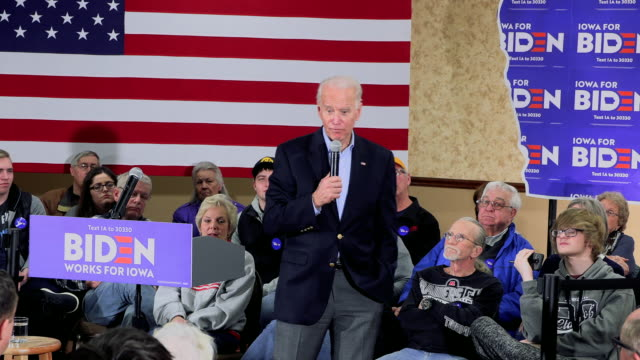 fort madison, iowa, usa: democratic presidential candidate and former vice president joe biden campaigns during an iowa caucus campaign event at... - 米国大統領選挙点の映像素材/bロール