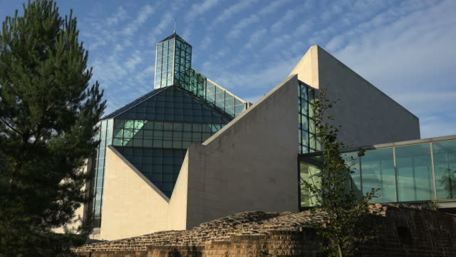 vídeos de stock e filmes b-roll de fort thuengen with fortress museum and mudam museum, kirchberg, luxembourg city, luxembourg, europe - museu