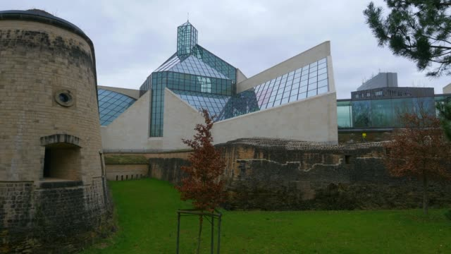 vidéos et rushes de fort thuengen with fortress museum and mudam museum, luxembourg city, grand duchy of luxembourg, europe - grand duché du luxembourg