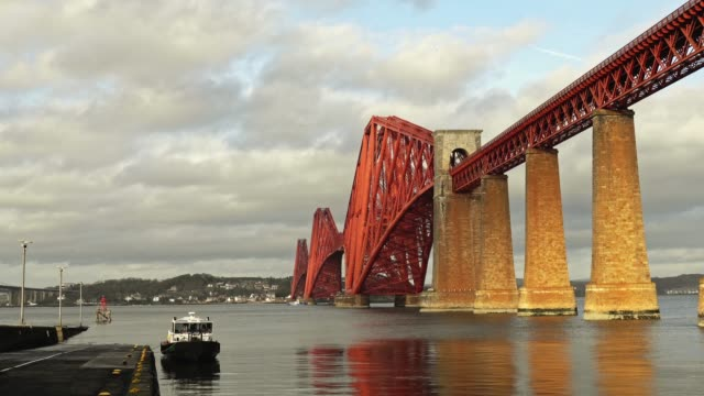 forth järnvägsbro i queensferry, skottland - kantilever bildbanksvideor och videomaterial från bakom kulisserna