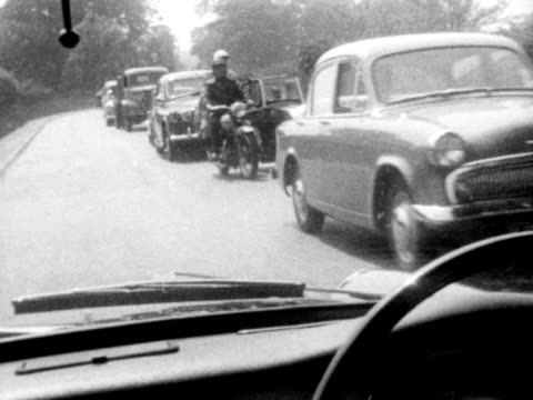vídeos de stock e filmes b-roll de forward tracking shot from inside a car moving past a line of stationary cars stuck in traffic jam 1961 - moving activity