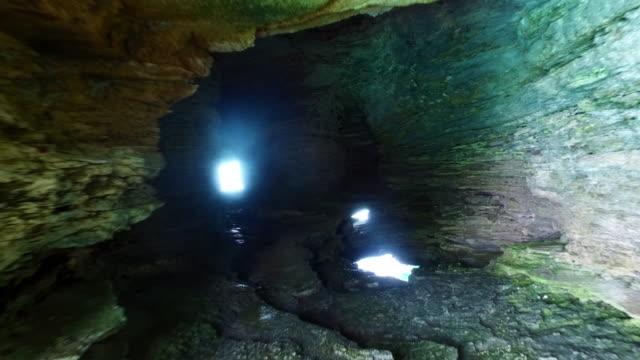 vidéos et rushes de forward: walking in the caves of bermuda hamilton in hamilton, bermuda - minéraux