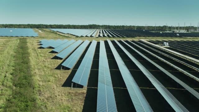 forwards drone flight across solar farm in florida - power supply stock videos & royalty-free footage