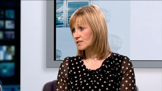 vidéos et rushes de foster care fortnight campaign; england: london: gir: int shabibi shah and judith rees live studio interview sot - famille d'accueil