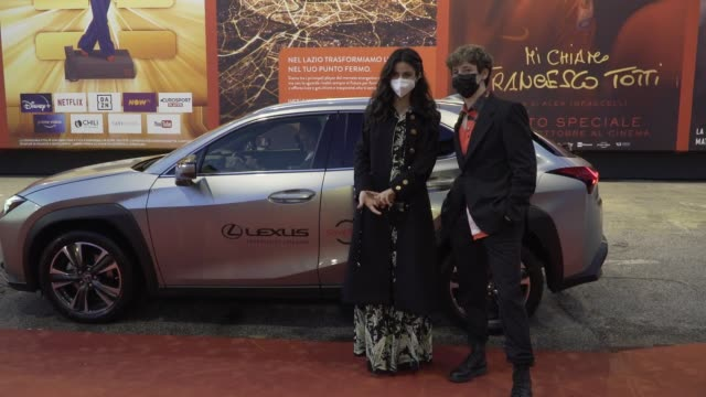 "fotinì peluso, tancredi galli arrive on the red carpet ahead of the ""cosa sara'"" screening during the 15th rome film fest on october 24, 2020 in... - rome film festival点の映像素材/bロール"