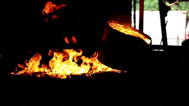 foundry - mestolo video stock e b–roll